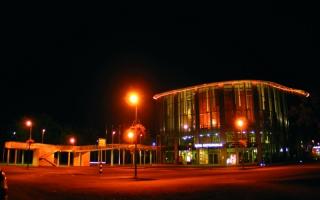 Öine Pärnu Kontserdimaja (Toomas Olev)_Pärnu Concert Hall at night