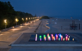Parnu rannapromenaad õhtuvärvides (Jaak Nilsson)_ Beach promenade at night